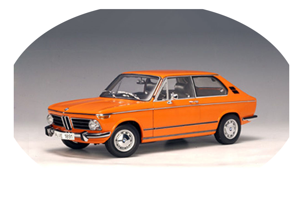 AUTOart-70682-1-18-BMW-2000-TOURING-1971-ORANGE