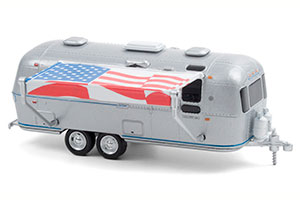 AIRSTREAM DOUBLE-AXLE LAND YACHT SAFARI WITH AMERICAN FLAG AWNING 1972