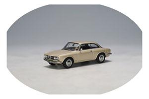 Alfa Romeo 1750 GTV Light Gold
