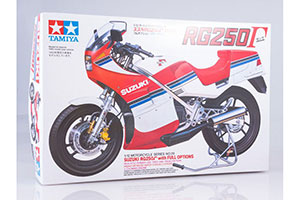 MODEL KIT 1/12 SUZUKI RG250 W/FULL OPTIONS KT | 1/12 SUZUKI RG250 W/FULL OPTIONS KT *СБОРНАЯ МОДЕЛЬ